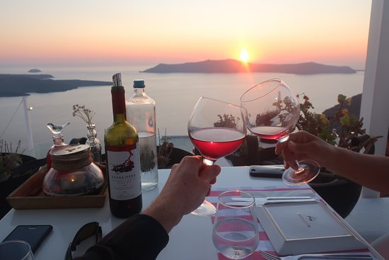 top-6-evening-ac…-do-in-santorini1